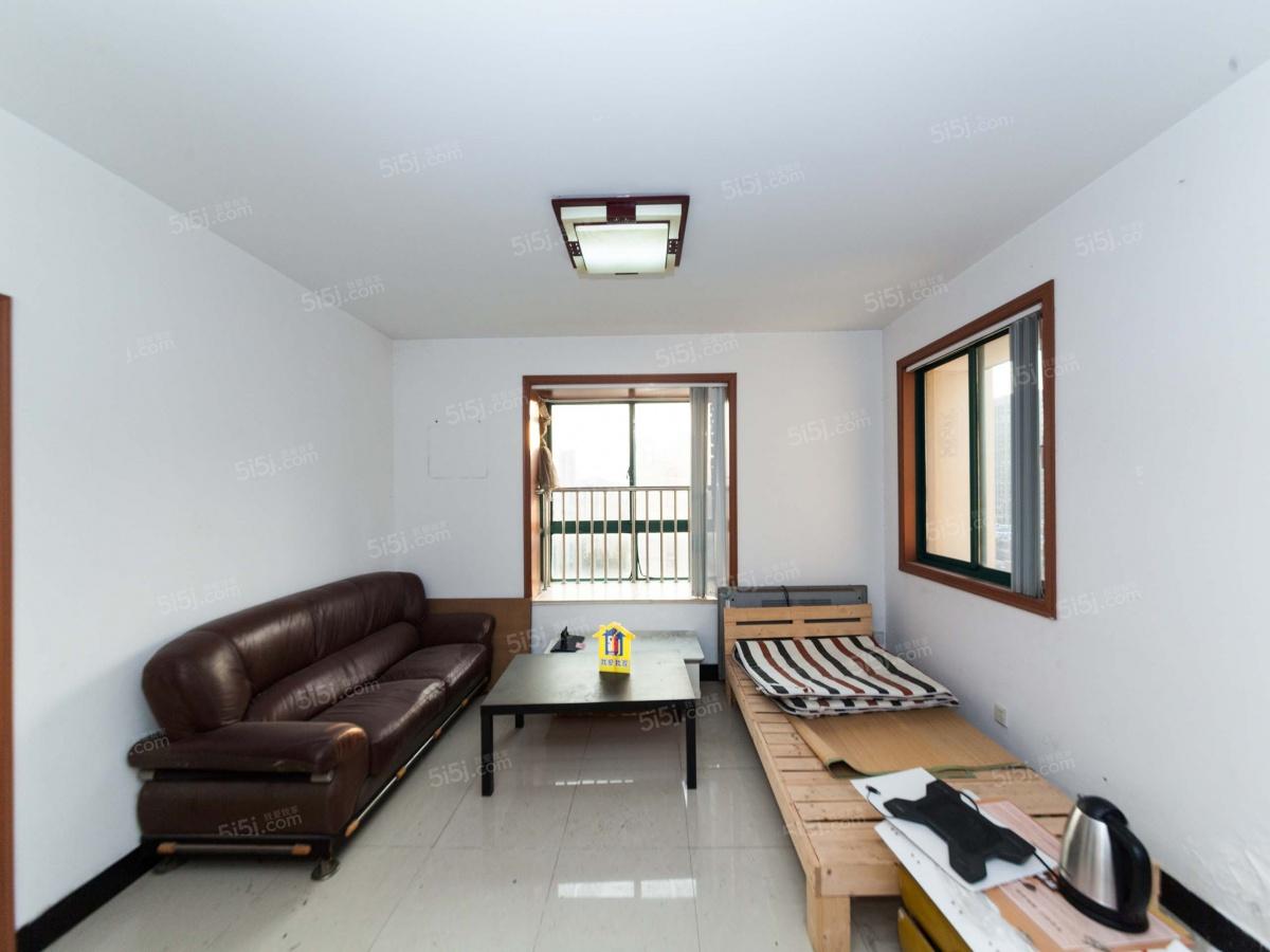 周新苑,精装大两房朝南户型,客厅东向北向两个窗户,采光好二手房