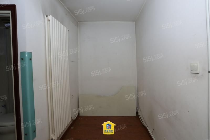 四达里南北通透两室昆明路片有名额和看房方便有钥匙
