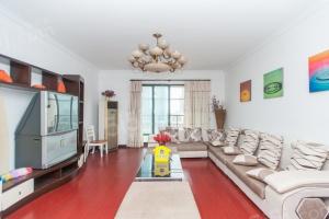 天梨豪园,三代同堂大三房,温馨舒适,位置好!