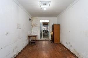 一楼带天井 成熟小区 周边配套齐全 诚意出售