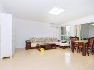 裕龙花园三区,南北通透两居室,业主诚心出售