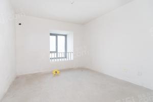 此房为南向四室二厅三卫,建筑面积为186平米