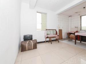 康佳花园两房低楼层 D铁口可上学有车库 看房方便诚心出售