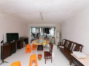 安镇大润发对面大三房,满两年提前预约看房,价格好商量