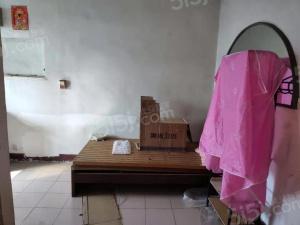 百花小区 简装单室套 环境好 看房方便