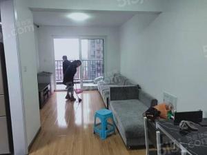 精装房,房东自住装修,随时看房,价格美丽