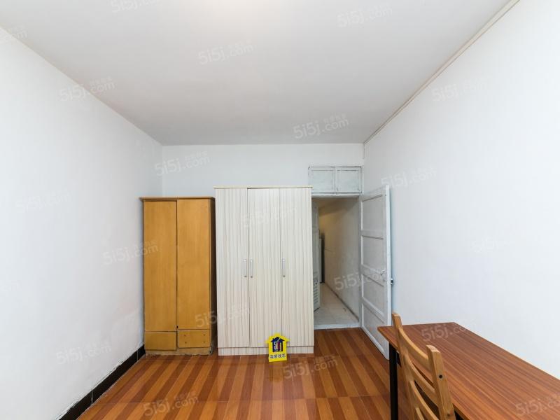 育英本部,团结二村,一室小面积一楼带院子,房东诚心出售。二手房