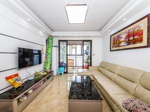 苏州湾吾悦广场3房2厅2卫满2年,送车位,钻石楼层采光好。