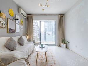 春熙路太古里IFS套一精装带阳台随时看房诚心出租。