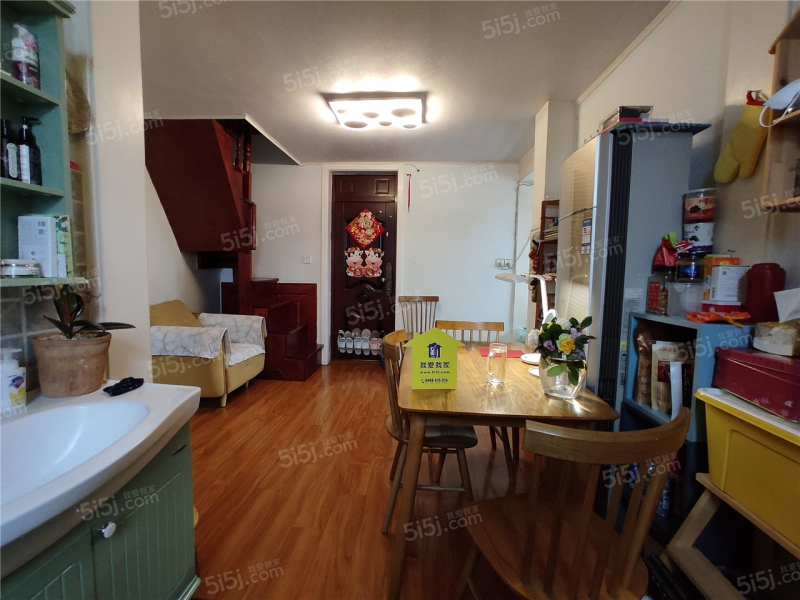 夫子庙1号口太平南路 好房出售 全明户型装修拎包入住带阁楼