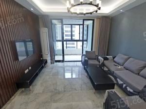 保利罗兰春天 精装三房 满两年中间楼层 业主诚售随时看